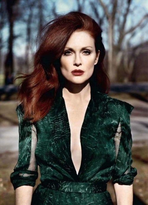 julianne-moore-long-auburn-hair-colors