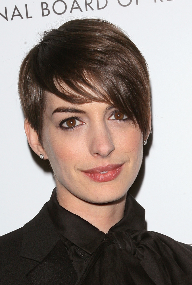 anne-hathaway-short-pixie-hairstyles