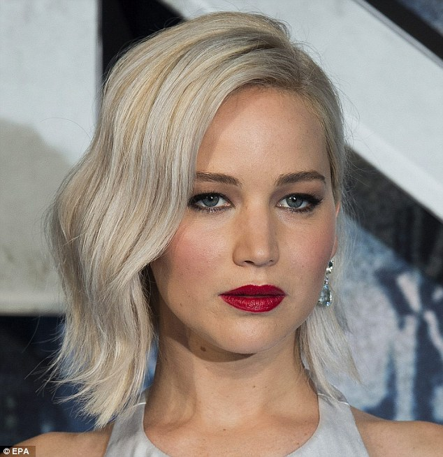 Jennifer Lawrence platinum blonde bob hairstyles 2017