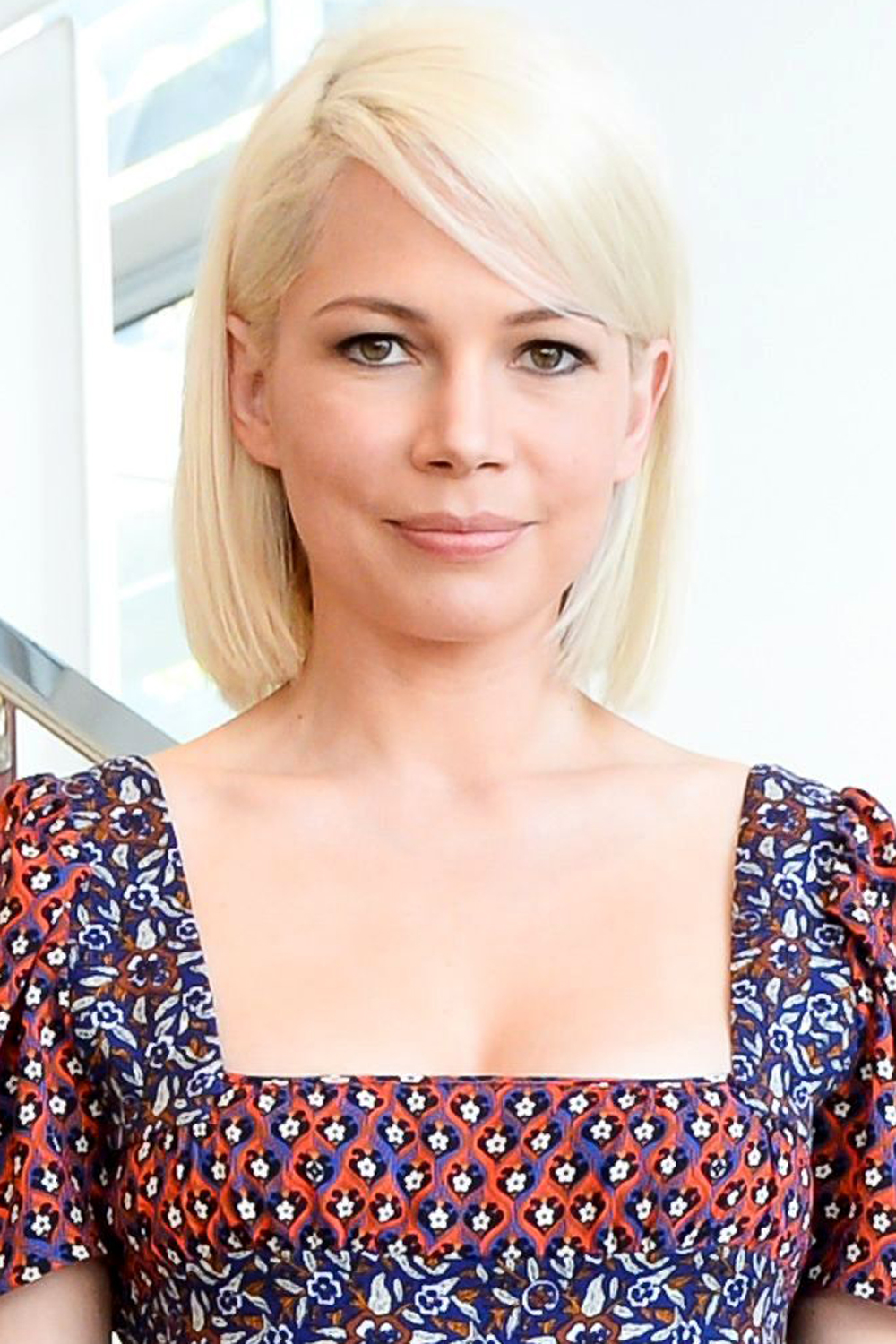 Michelle Williams platinum blonde bob hairstyles 2017