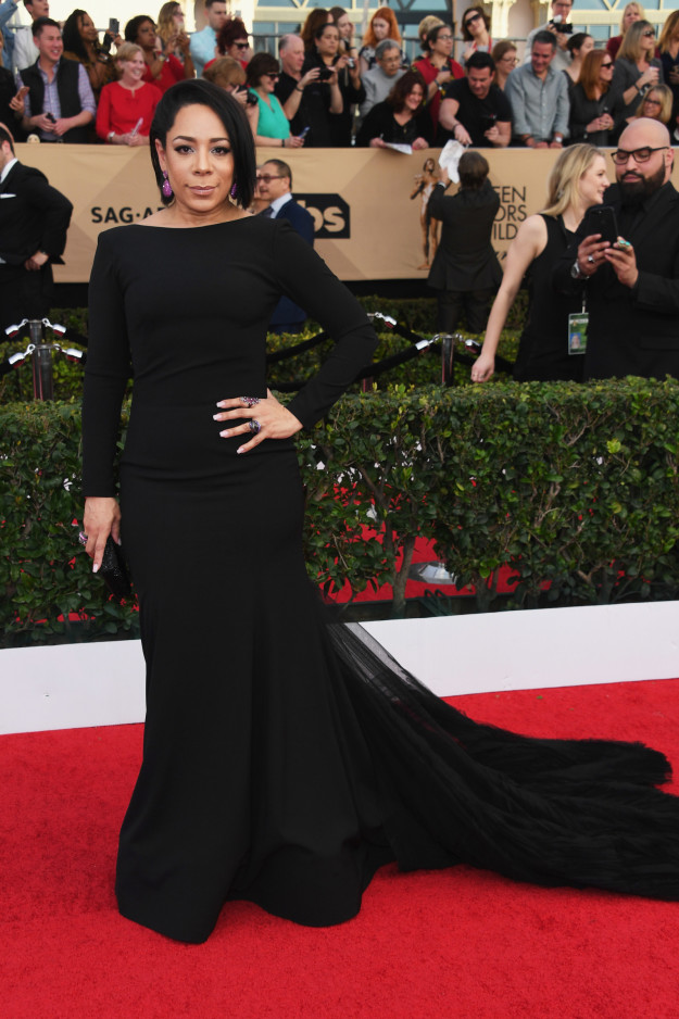Selenis Leyva hairstyles 2017 SAG Awards