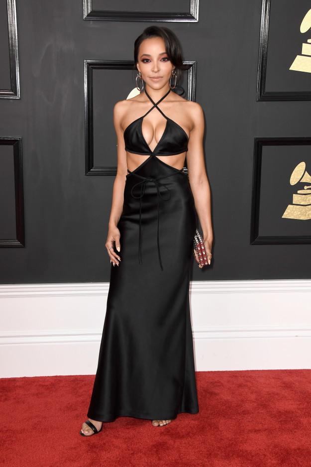 Tinashe elegant updo hairstyles 2017