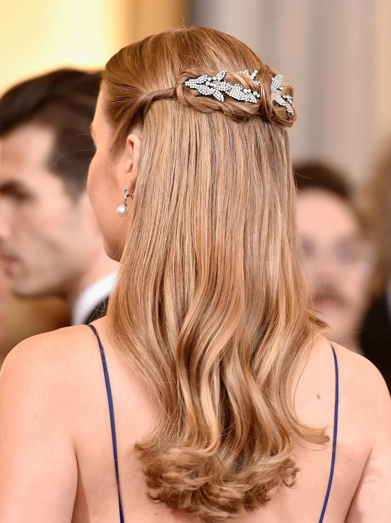 Brie Larson half updo hairstyles at Oscars