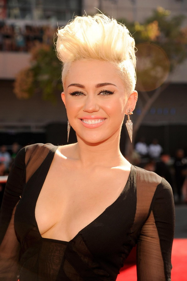 Miley Cyrus short prom hairstyles 2017