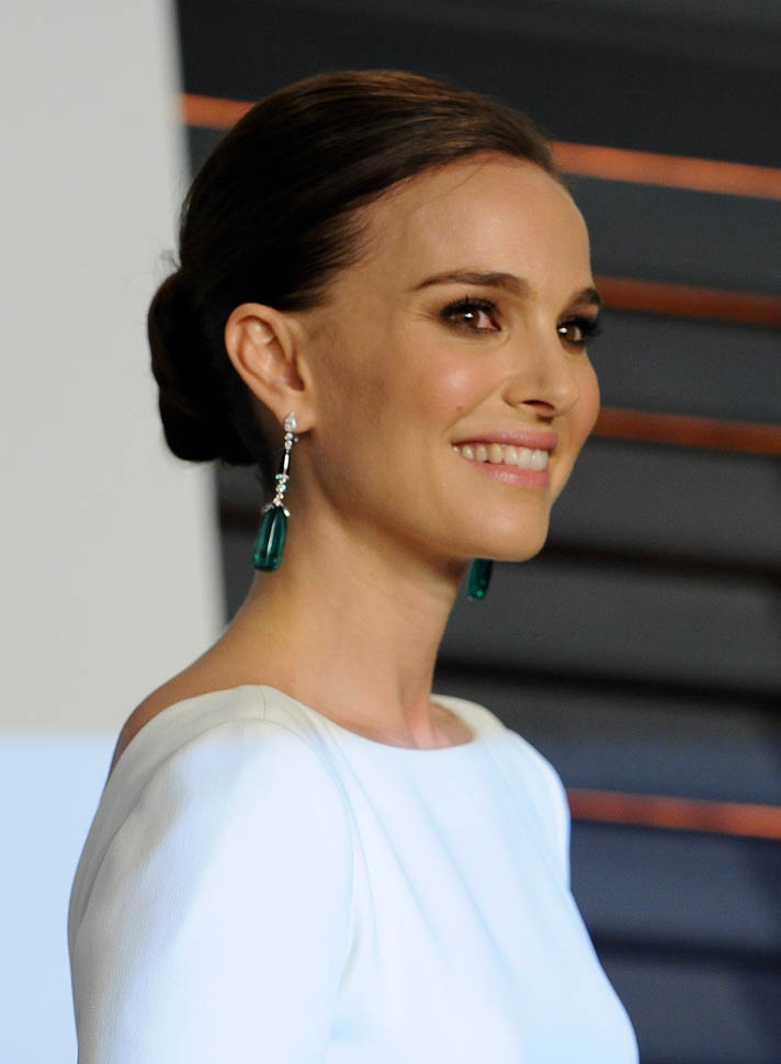 Natalie-Portman-updo-hairstyles-at-Oscars