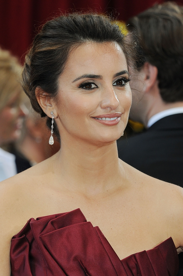 Penelope Cruz updo hairstyles at Oscars