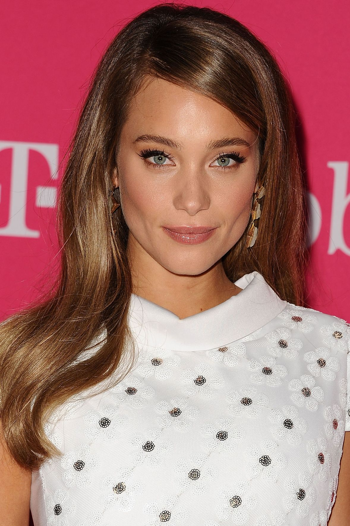 Hannah Davis soft brown hair color trends 2017 Fall-Winter 2018