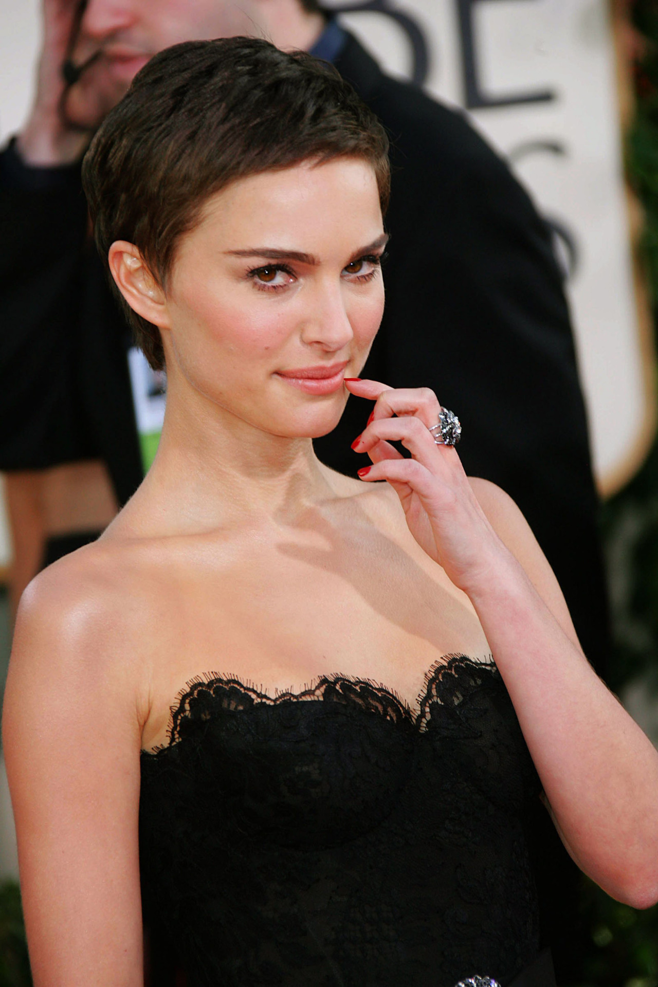 Natali Portman short pixie hairstyles for 2018