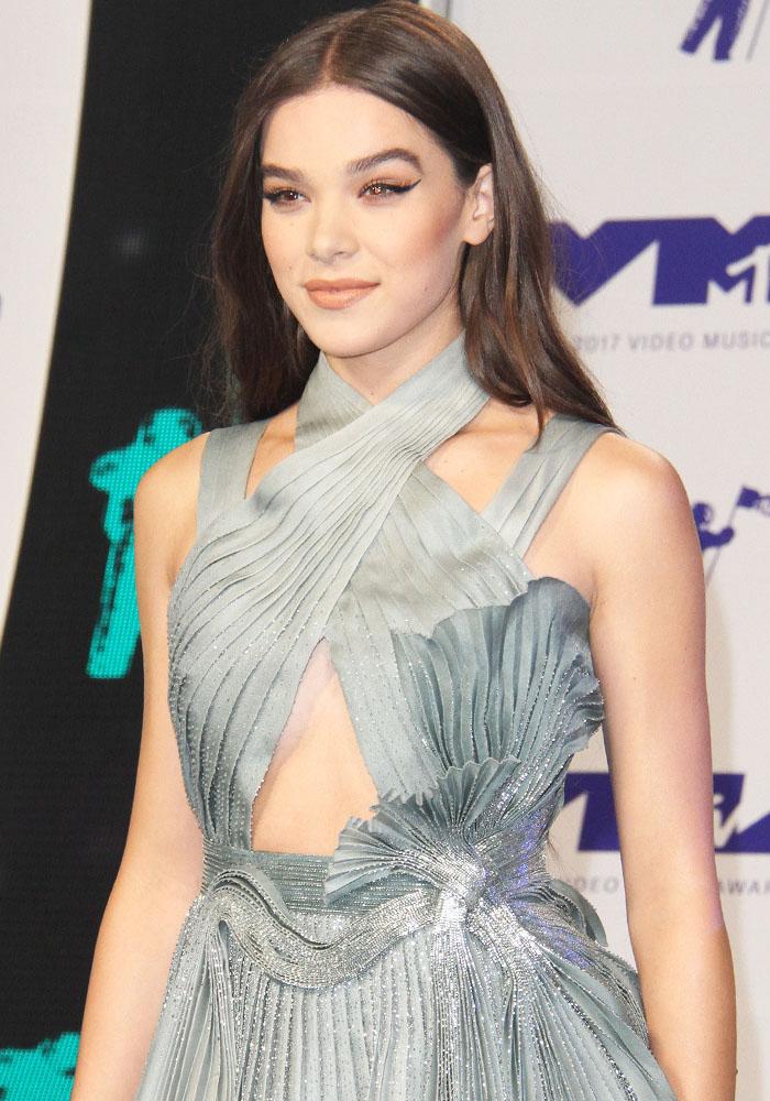 Hailee Steinfeld celebrity hairstyles 2017 VMA