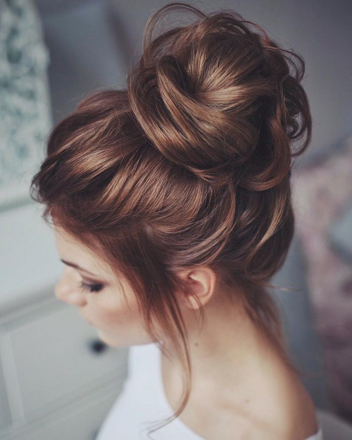 messy bun hairstyles for new years eve 2018